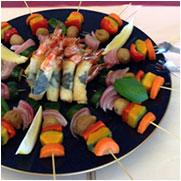 焼き野菜のピンチョスとバジル風味の海老春巻き